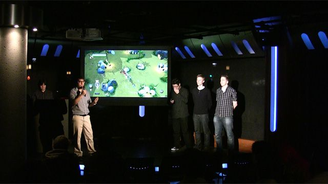 Team Chefasaurus present their game to the Pitch and Play audience